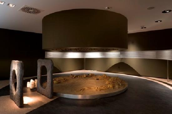 Archaeological museum Almería graves goods ajuares funerarios necropolis